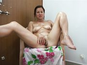 Mature mommy pleasing her cunt while sucking the small dick of fat husband